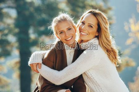 ritratto di felice madre e figlia