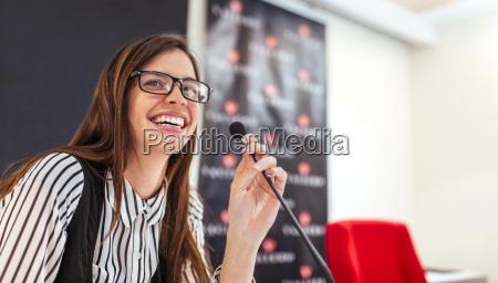 ufficio risata sorrisi sala conferenze avoro