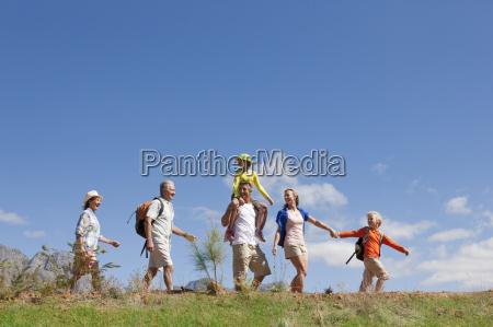 escursione in famiglia multi generazione sul