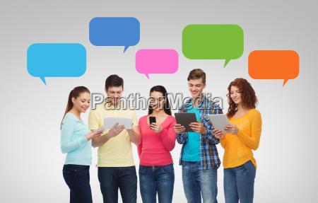conversazione telefono persone popolare uomo umano