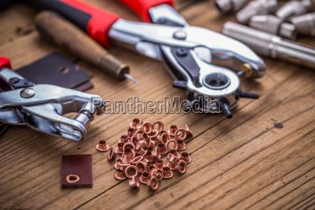 strumenti attrezzi pelle buco punzone perforare