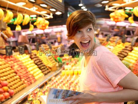 donna risata sorrisi viaggio viaggiare famoso