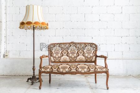 scrivania arredamento marrone annata divano lume