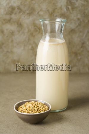 bere grano latte bottiglia avena mungere