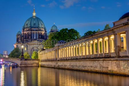 la cattedrale e lisola dei musei