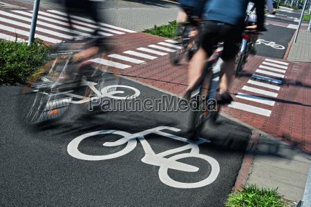segnale stradale biciclette e biciclette piloti