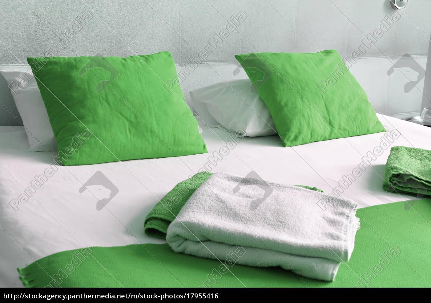 letto, matrimoniale, in, camera, d'albergo., alloggio - 17955416