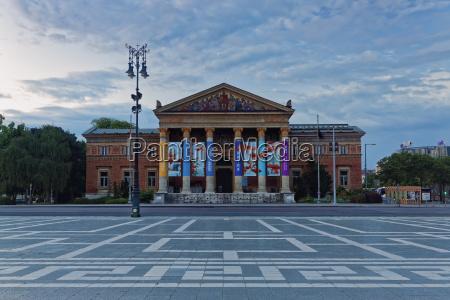 viaggio viaggiare nuvola sera museo piazza