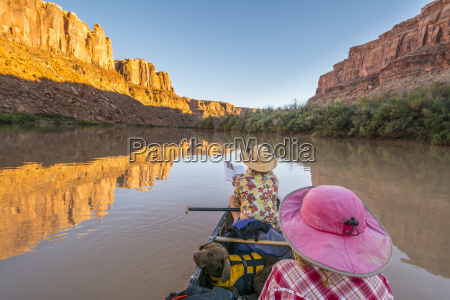 canoeing along the labyrinth canyon green