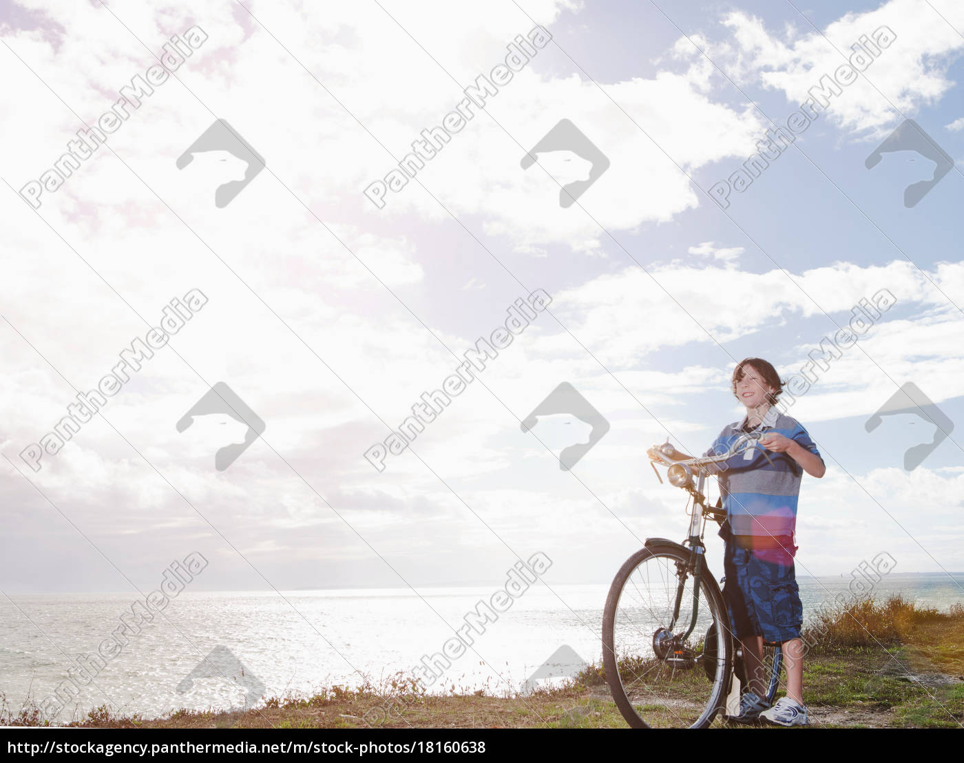 boy, with, bicycle - 18160638