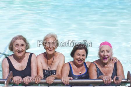 donna risata sorrisi amicizia tempo libero