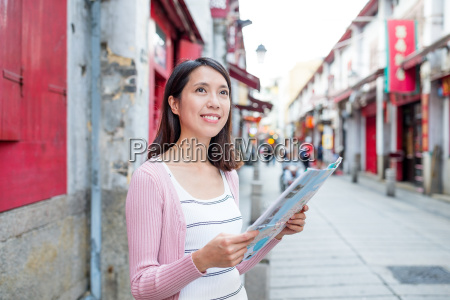 woman, using, city, map, in, macao - 18251406