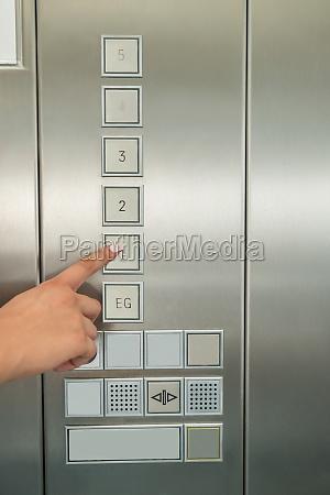 ascensore mano interno su piano fila