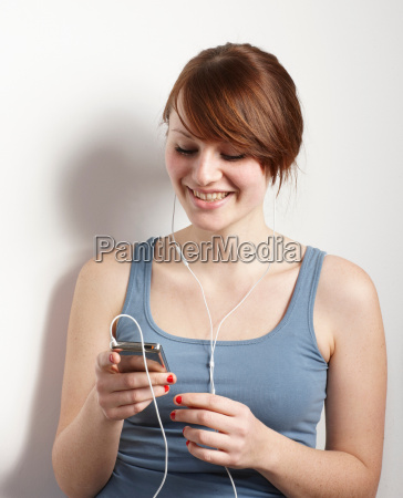 women smiling at mp3 player