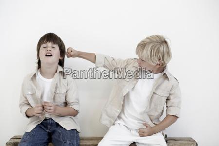 amicizia gioco giocato giocare conflitto pugno
