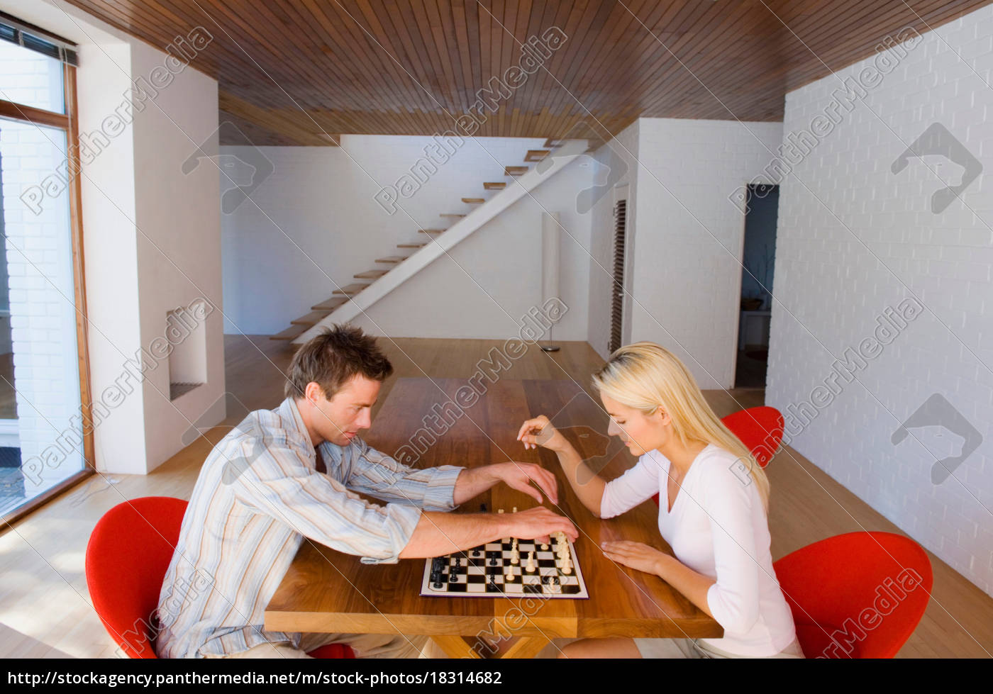 couple, playing, chess, together - 18314682