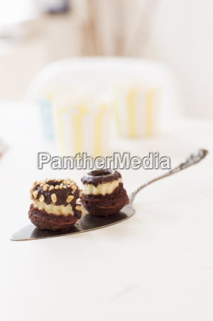 prodotto al forno ricoperto di cioccolato