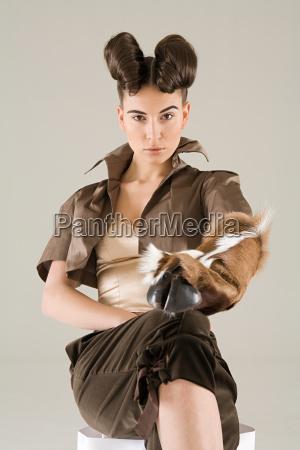 femminile ritratto capra pelliccia astrologia bizzarro