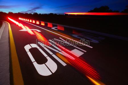 viaggio viaggiare notte parola autostrada nessuno