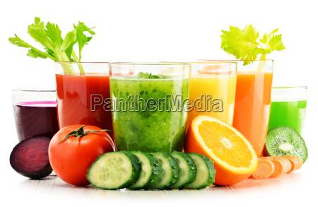 vetri con la verdura fresca organica