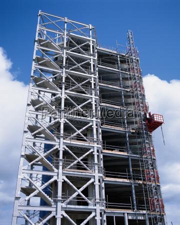 costruire in corso di erezione