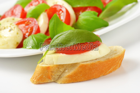 cibo pane pasto pomodorini pomodori formaggio