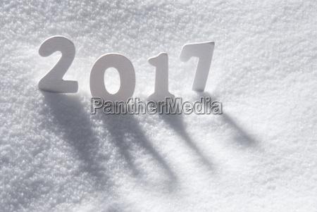 testo 2017 con lettere bianche nella
