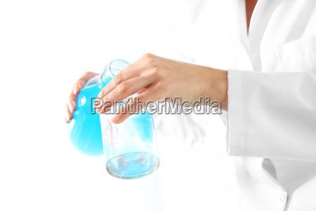 dottore medico scienza laboratorio liquido fare