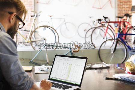 portatile computer uomini uomo sede operativa
