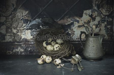 nido di pasqua di uova di