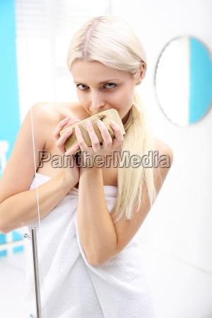 donna doccia igiene cosmetici cosmesi bagno