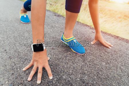 corridore gesto pronto iniziare a correre