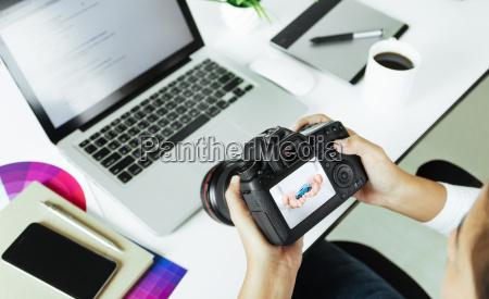 donna scrivania fotografia foto fotografo sala