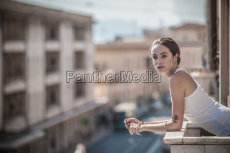 young woman leaning over balcony castiadas