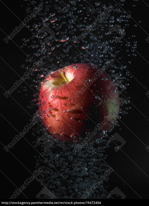 mela, in, bolle, sfondo, nero - 19472404