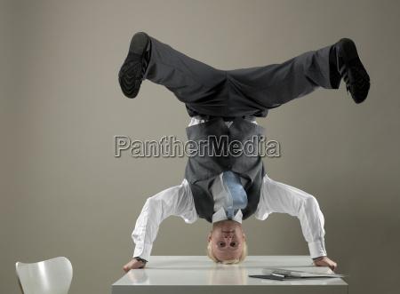 ufficio strategia scrivania ritratto equilibrio affare