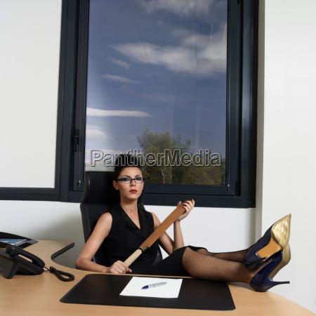 donna pericolo scrivania rischio ritratto francia
