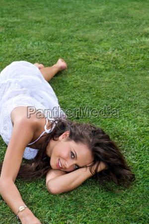 donna risata sorrisi relax femminile ritratto