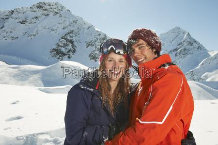 coppia, che, indossa, abbigliamento, da, sci, kuhtai, austria - 19507022
