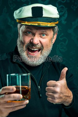 ritratto di vecchio capitano o marinaio