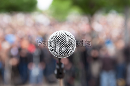 microphone in focus against blurred crowd