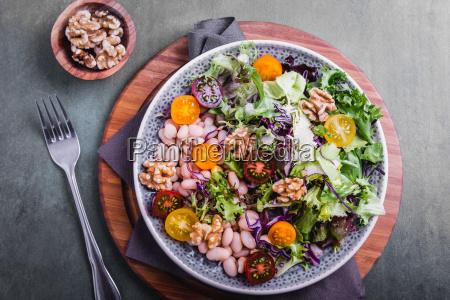 insalata mista con fagioli e noci