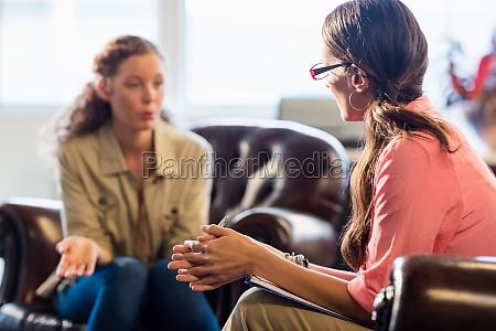 donna parlare parlato parlando chiacchierata scrivere