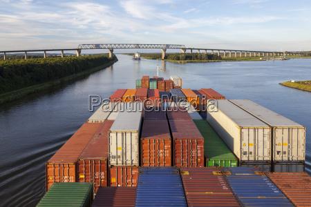 nave container navigazione marittimo canale trasporto