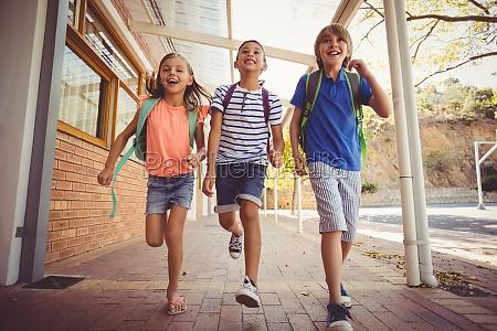 i bambini della scuola felice in