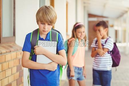 compagni di scuola bullismo un ragazzo