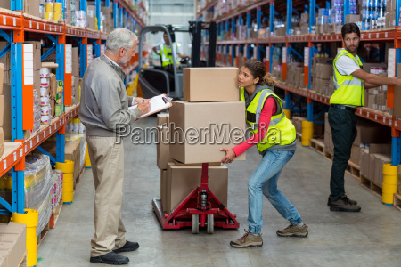 lavoratore e in possesso di scatole