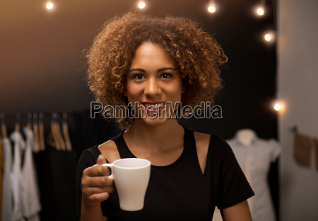 donna bicchiere te tea bere bevanda