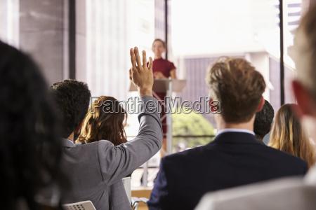 presenter al seminario di affari prende