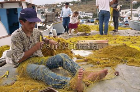 pescatore con mani e piedi per